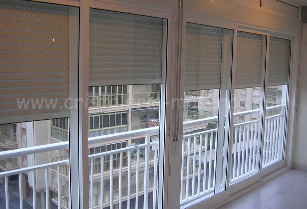 Cerramientos de cristal o aluminio cristaleria museros en benicasim - Persianas para balcones ...
